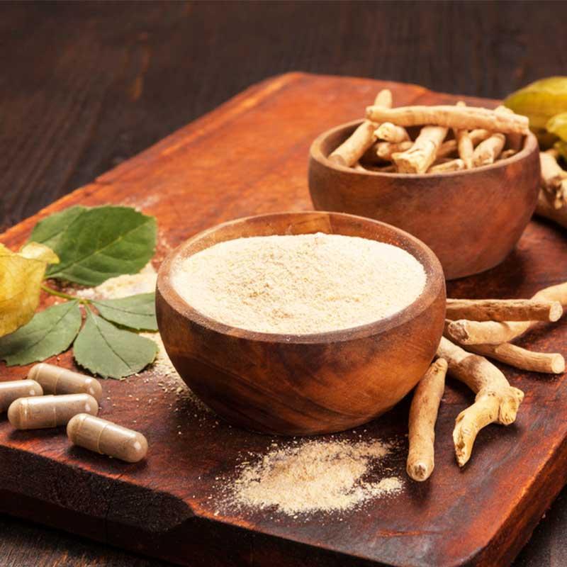 Ašvaganda Ashwagandha prah Ashwagandha kapsule Withania somnifera prah u zdjeli korijen u zdjeli list plod kapslue