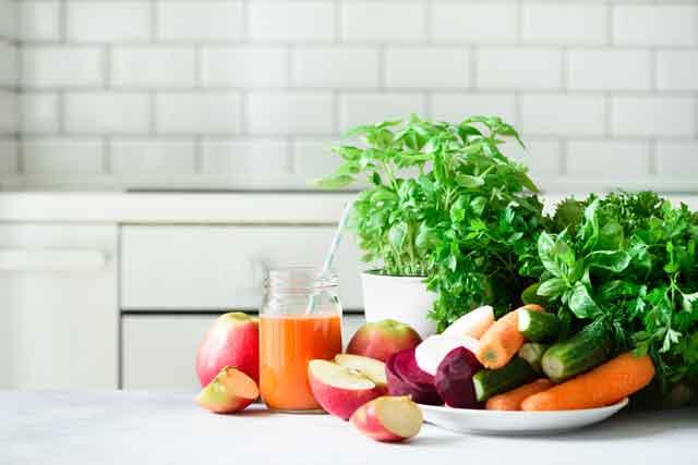 Mrkva Celer Jabuka svježe cijeđeni detoks sok