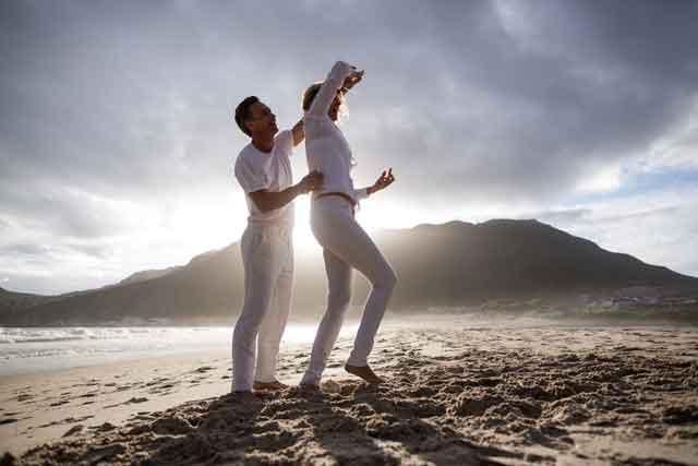 Ples na plaži lagana fizička aktivnost na suncu