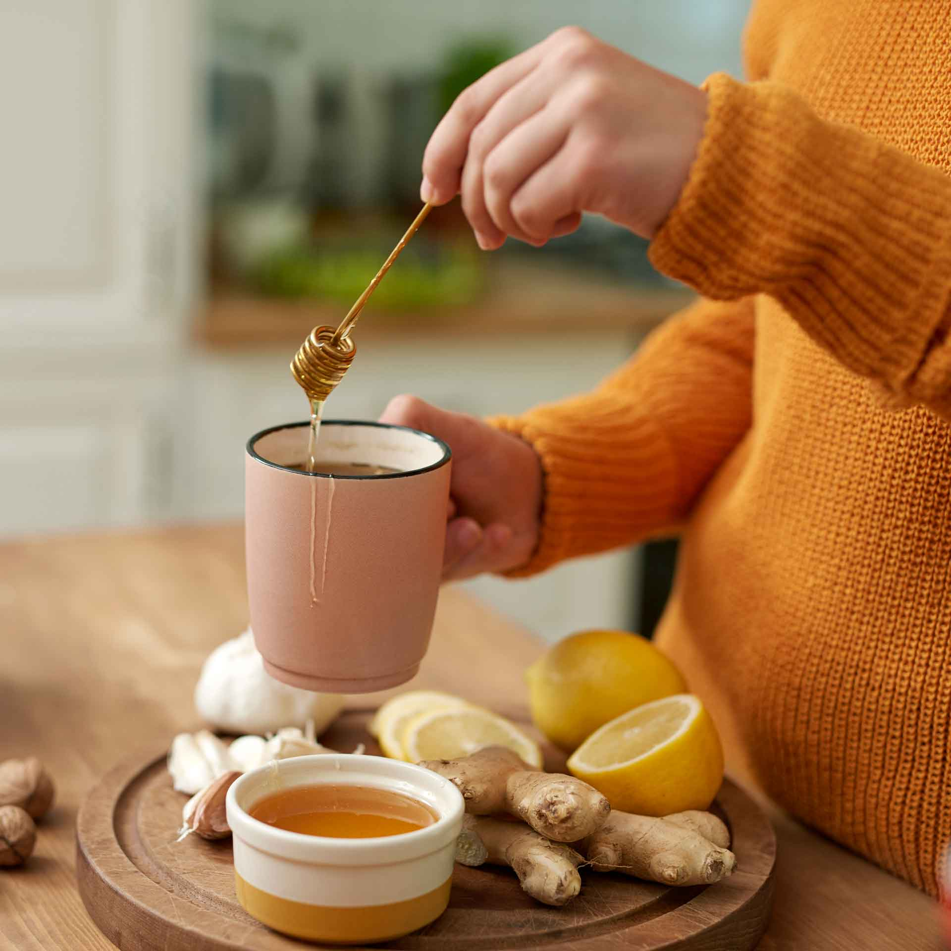 kako napraviti čaj od đumbira limuna i meda za prehladu i bronhitis